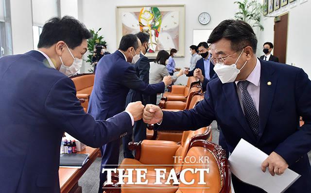 여야, '언론중재법 본회의 처리' 앞두고 막판 협상 [TF사진관]