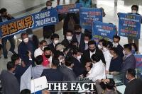 '화천대유는 국힘당 게이트?'…국민의힘 대장동 특위 막는 성남시민들 [TF사진관]