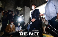 '자금 흐름 밝혀질까'...경찰 출석하는 화천대유 김만배 [TF사진관]