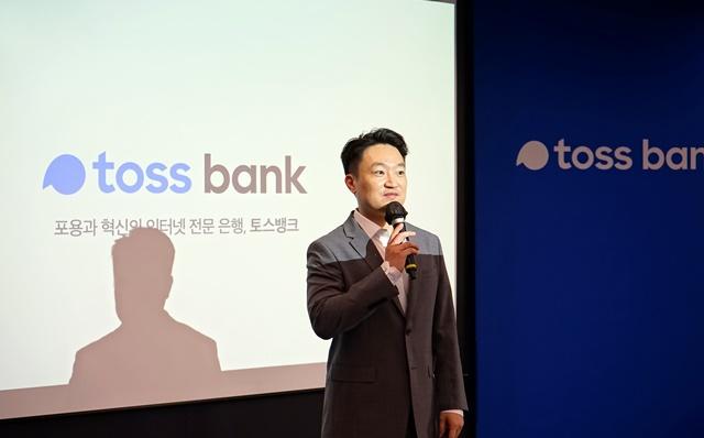 '파격 혜택' 토스뱅크…홍민택 대표, '공격적 영업' 판도 흔드..