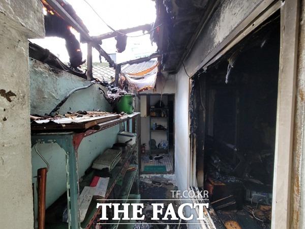 8일 오전 10시 52분쯤 대구 북구 대현로 단독주택에서 원인을 알 수 없는 불이 났다. 이 불로 50대 남성이 사망했다./대구소방안전본부 제공