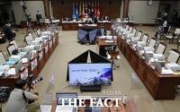 대장동 개발 의혹 피켓 문제로 파행 겪는 국방위 국감 [TF사진관]