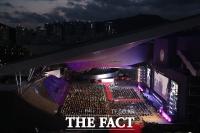 거리두기하며 진행된 부산국제영화제 개막식 [TF사진관]