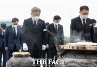 이재명, 대전현충원 참배...무효표 이의제기, 당 '수용불가' [TF사진관]
