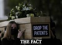 '가난한 나라에도 백신을...' 코로나19 백신 특허 포기 촉구 거리행진 [TF사진관]