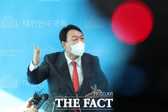 윤석열 전 검찰총장 캠프는 14일 윤 전 총장에 대한 정직 2개월 징계가 정당하다는 법원의 판단에 대해 납득할 수 없다며 반발했다. /이선화 기자