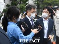 '구속 기로' 김만배, 영장 심사 마치고 이동 [TF사진관]