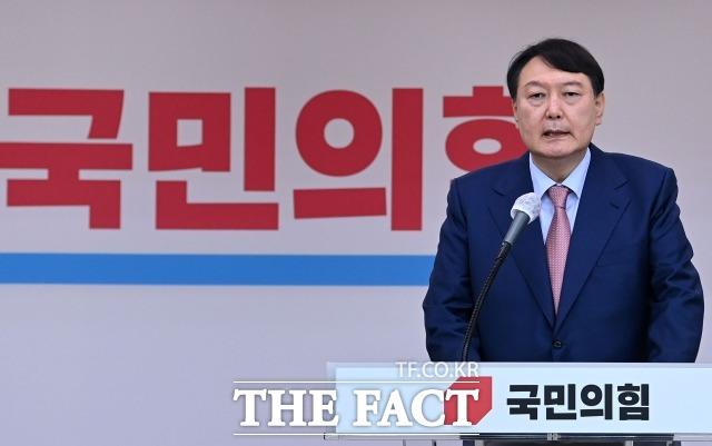 [주간政談<하>] '전두환 논란' 윤석열, '개 사과'가 실무자 실수?