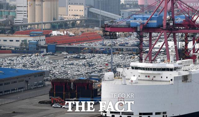 경제계 '최단기 무역 1조 달러 돌파로 한국 경제 저력 재확인'