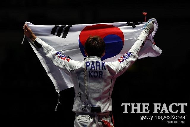 할 수 있다! 박상영이 에페 결승에서 포기하지 않는 투혼으로 올림픽 정신을 실현했다. / 게티이미지