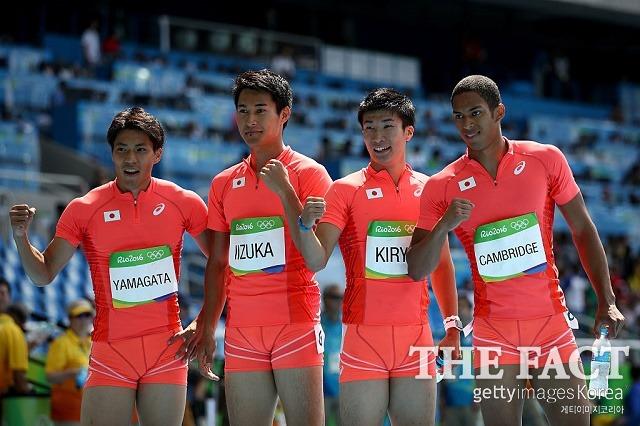 일본 400m 계주, 亞 기록으로 결선 진출! 일본 400m 계주 대표팀이 18일 마라카낭 올림픽 주경기장에서 열린 리우올림픽 400m 계주 예선 2조에서 자메이카를 제치고 조 1위로 결선에 진출했다. / 리우데자네이루(브라질) = 게티이미지