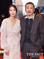 [TF포토] '우리는 가까운 관계'…김민희-홍상수, 레드카펫 동반 참석