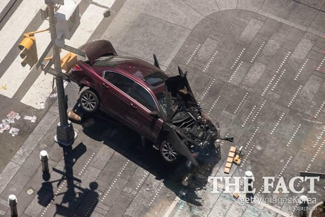 뉴욕 타임스퀘어에 차량 돌진 테러가능성? 18일 뉴욕 타임스퀘어 보행자 거리에 차량이 돌진한 가운데 뉴욕시 경찰 당국은 현재까지 테러와 관련된 증거는 찾지 못했다고 밝혔다. / 게티이미지코리아 제공