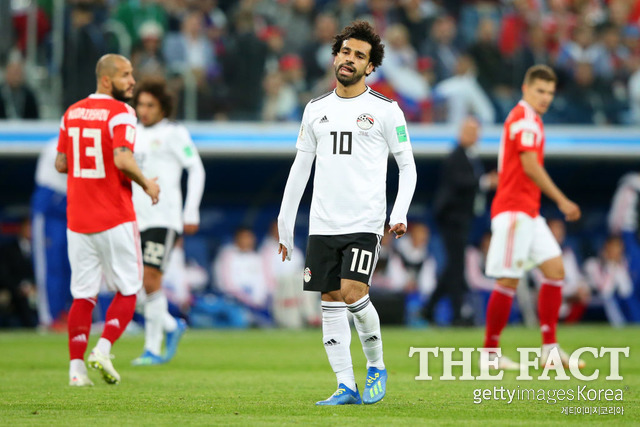 러시아, 이집트 완파! 2018 러시아 월드컵 조별리그 A조 2차전 러시아가 이집트를 3-1로 꺾었다. 이집트에선 스타 모하메드 살라(가운데)가 출전했지만 러시아의 기세를 넘어서지 못했다. /상트페테르부르크(러시아)=게티이미지