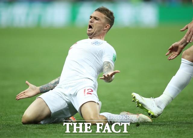 잉글랜드-크로아티아, 프리킥 선제골 터졌다! 키에런 트리피어가 12일(한국시간) 잉글랜드-크로아티아의 2018 러시아 월드컵 4강전에서 선제골 득점 후 기뻐하고 있다. /모스크바(러시아)=AP.뉴시스