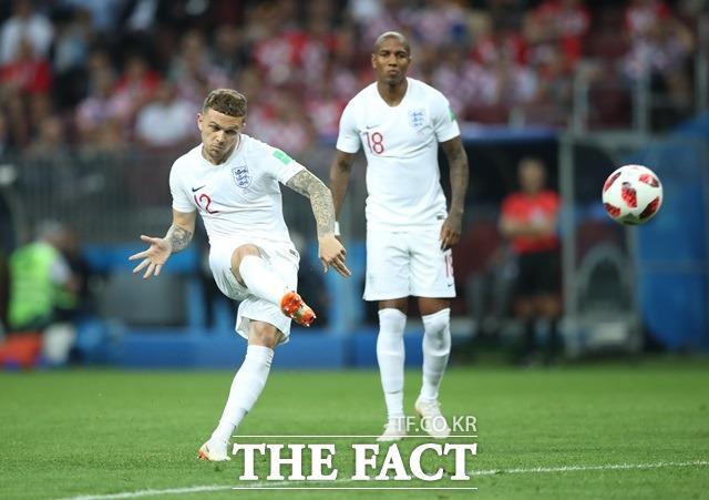 잉글랜드-크로아티아, 트리피어 베컴프리킥 골! 키에런 트리피어(왼쪽)가 12일(한국시간) 열린 잉글랜드-크로아티아와 2018 러시아 월드컵 4강전에서 전반 5분 프리킥으로 자신의 A매치 마수걸이 골을 신고했다. /모스크바(러시아)=AP.뉴시스
