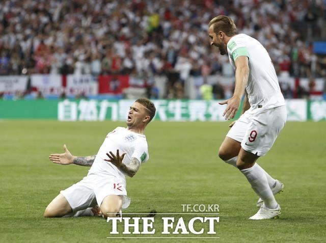 잉글랜드-크로아티아 경기에서 트리피어(왼쪽)가 프리킥 선제골을 작렬한 뒤 케인과 함께 기뻐하고 있다. /모스크바=AP.뉴시스