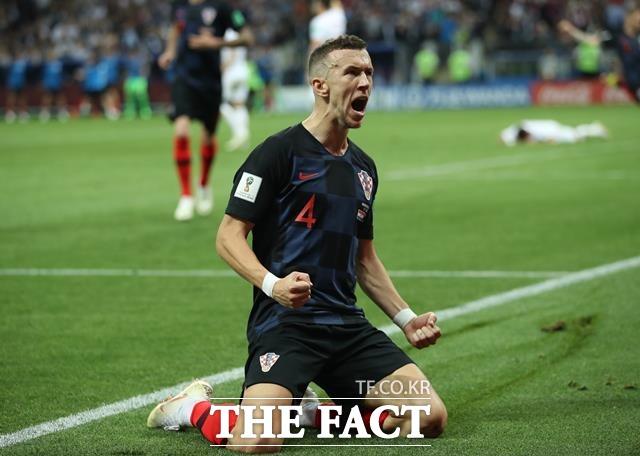 잉글랜드-크로아티아, 페리시치 1골 1도움 맹활약. 페리치시가 잉글랜드-크로아티아 경기에서 동점골을 터뜨린 뒤 포효하고 있다. 페리시치는 잉글랜드-크로아티아 경기의 MOM에 선정됐다. /모스크바=AP.뉴시스