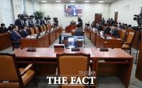 [TF현장] 국방위, '청와대 행정관-육군참모총장' 인사 커넥션 '맹공'