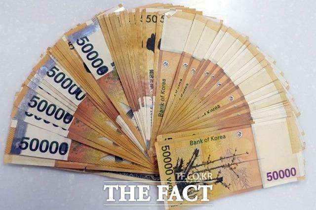 연초부터 일부 증권사들이 현금 경품 이벤트까지 내걸며 공격적으로 고객 유치 경쟁에 나서고 있다. /뉴시스