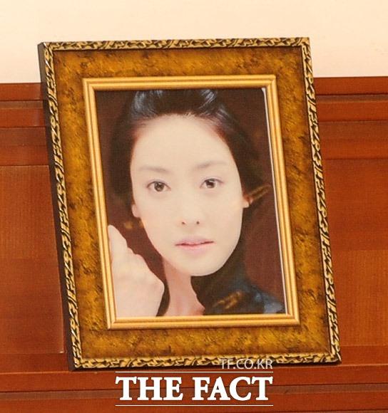 2009년 분당 서울대병원 빈소에 놓였던 고 장자연 씨의 영정 사진./뉴시스