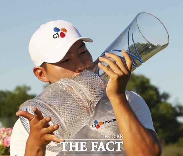 강성훈, PGA 진출 8년 만에 감격 우승...한국 선수로는 여섯번째 '정상'