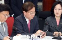 '한미 정상 통화 누설' 혐의 강효상 의원 불구속 기소