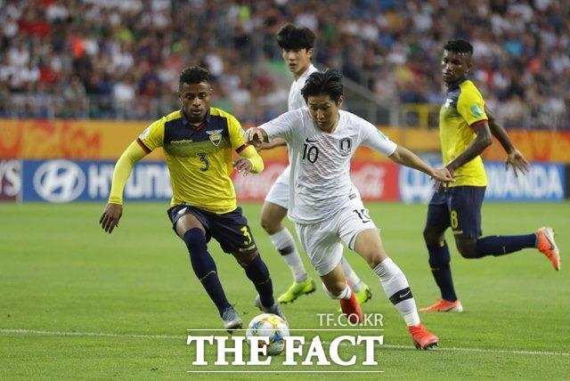 슛돌이 이강인은 유연한 드리블과 정확한 킥, 폭넓은 시야의 재능과 기술을 모두 갖춰 한국 축구 사상 FIFA 남자 대회의 첫 골든볼 수상 가능성을 높이고 있다./AP.뉴시스