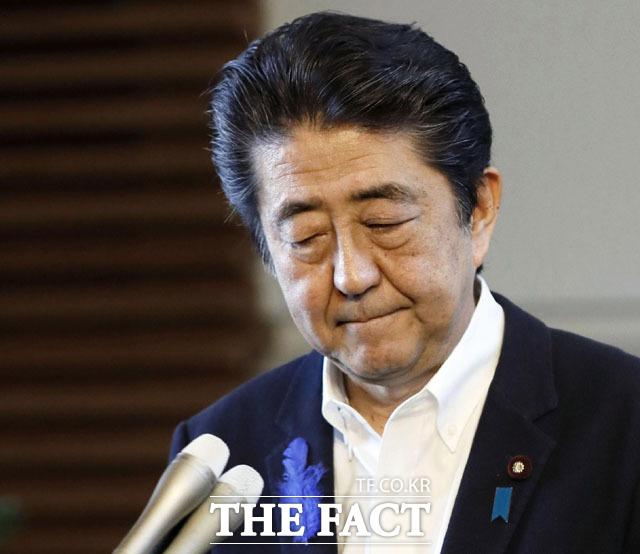 아베 신조 일본 총리를 자극하는 일본의 경제보복 조치의 진짜 배경은 무엇일까. 한국에 대해 적반하장식 경제보복 조치를 이어가고 있는 아베 총리의 기자회견 장면. /도쿄=AP.뉴시스