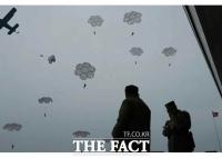 김정은, 낙하산 침투 훈련 지도