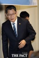 [TF현장] 통일부 장관, '탈북민 단체' 피해 '탈출' 소동 (영상)
