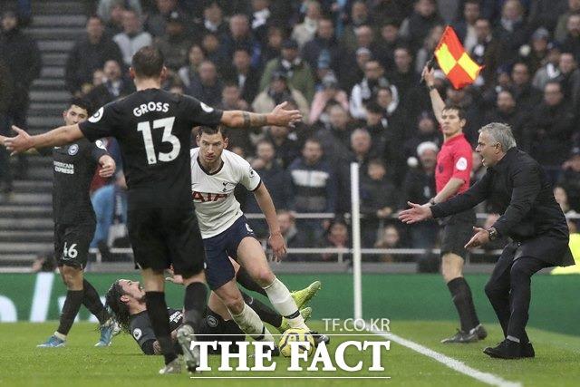 오는 11일(토)부터 13일(월)까지 벌어지는 잉글랜드 프로축구(EPL) 7경기와 이탈리아 프로축구(세리에A) 7경기 등 총14경기를 대상으로 한 축구토토 승무패 2회차 토트넘(홈)-리버풀(원정)전에서 국내 축구팬들의 63.77%가 리버풀의 승리를 예상했다./AP.뉴시스