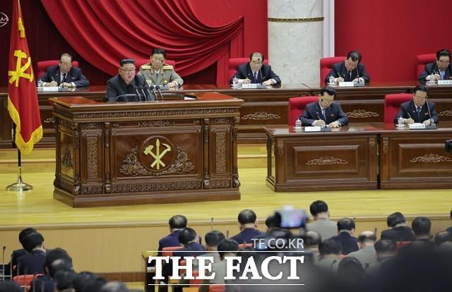 북한 조선중앙TV가 28일 열린 노동당 중앙위원회 제7기 제5차 전원회의 관련 낸용을 29일 보도했다. /조선중앙TV 캡처·뉴시스