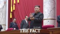 [TF초점] 北 김정은 '새 전략무기' 발언… 외신 반응은?