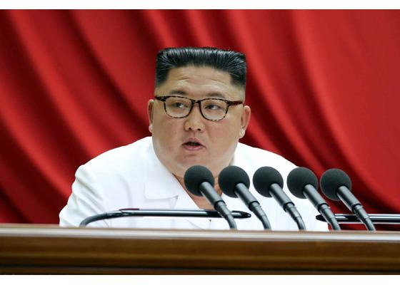 북한의 핵관련 동향이 외신 보도를 통해 나오자 전문가들은 한국과 미국의 코로나 위기 상황과는 관련없이 북한은 시나리오 대로 전략무기 개발을 이어가고 있는 것이라고 분석했다. 북한 노동신문이 보도한 지난해12월 31일 노동당 최고인민회의 당시 김정은 북한 국무위원장의 모습. /노동신문.뉴시스