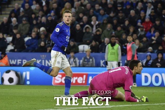 18일(토)부터 20일(월)까지 벌어지는 잉글랜드 프리미어리그(EPL) 7경기와 스페인 프리메라리가(라리가) 7경기 등 총 14경기를 대상으로 한 축구토토 승무패 3회차 번리-레스터(7경기)전에서 국내 축구팬들의 73.54%가 원정팀 레스터시티의 우세를 예상했다./AP. 뉴시스