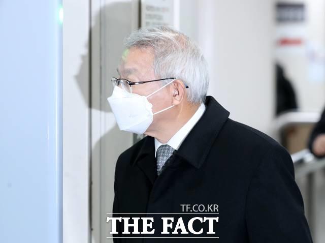 사법농단 의혹으로 재판을 받고 있는 양승태 전 대법원장이 21일 오후 서울 서초구 서울중앙지방법원에서 열린 54차 공판에 출석하고 있다. /뉴시스