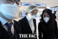 [코로나19 '심각'] 강경화의 유럽출장…비판 이유는?
