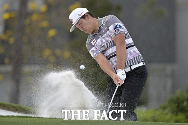 한국의 임성재가 9일 열린 PGA투어 아널드 파머 인비테이셔널 4라운드에서 벙커샷을 하고 있다. 임성재는 단독 3위로 대회를 마치며 한국선수로는 처음 페덱스컵 순위 1위에 올랐다./올란도(미 플로리다주)=AP.뉴시스