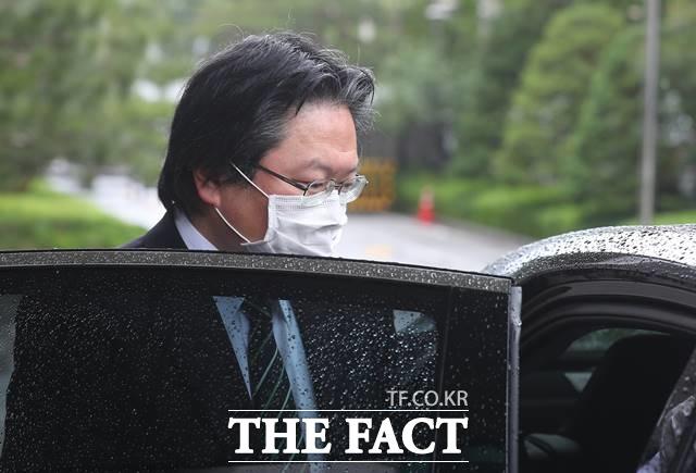 소마 히로히사 주한 일본대사관 총괄공사가 19일 서울 종로구 외교부 청사로 초치, 항의를 받은 후 청사를 나서고 있다. /뉴시스