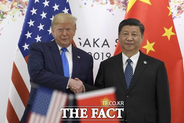 신종 코로나바이러스 감염증(코로나19) 책임론을 둘러싸고 미국과 중국 간 갈등이 격화되는 모양새다. 사진은 지난해 1월 G20 정상회의에서 도널드 트럼프 미국 대통령과 시진핑 중국 국가주석의 모습. /AP.뉴시스
