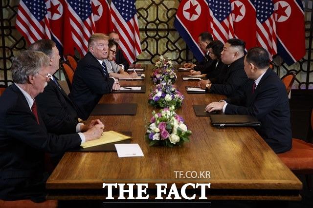 존 볼턴 전 백악관 국가안보보좌관이 자신의 저서 그것이 일어난 방에서 하노이 회담 결렬 배경에 설명했다. 하노이 제2차 북미정상회담 당시 볼턴 전 보좌관의 모습. /AP.뉴시스