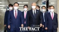 주호영, 국회 복귀-원내대표 재신임…