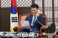 송영길, 러시아 상원외교위원장과 전화 회담…