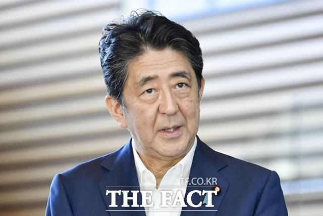 전문가들도 이러한 미국 조야의 의도를 중국견제용으로 바라봤다. 그렇기 때문에 포스트 아베에 한일관계 개선 의지가 강한 차기 지도자가 되길 바라고 있다고 설명했다. 아베 신조 일본 총리가 28일 지병이 악화된 점을 이유로 사임의 뜻을 밝혔다. /AP.뉴시스