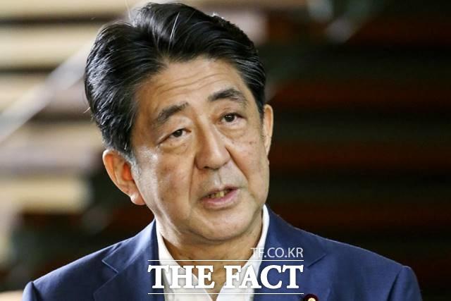 아베 신조 일본 총리가 지병이 악화된 점을 이유로 사임을 발표해 향후 일본 차기 총리가 누가 될지 관심이 쏠리고 있다. /AP.뉴시스
