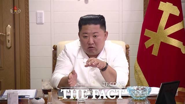 김정은 북한 국무위원장이 지난 1일 재일본조선인총연합회(조총련)에 일본 국민과의 우호 활동을 벌이라고 주문한 배경에 관심이 쏠린다. 김 위원장이 정무국 확대 회의에서 발언하는 모습. /조선중앙TV 갈무리