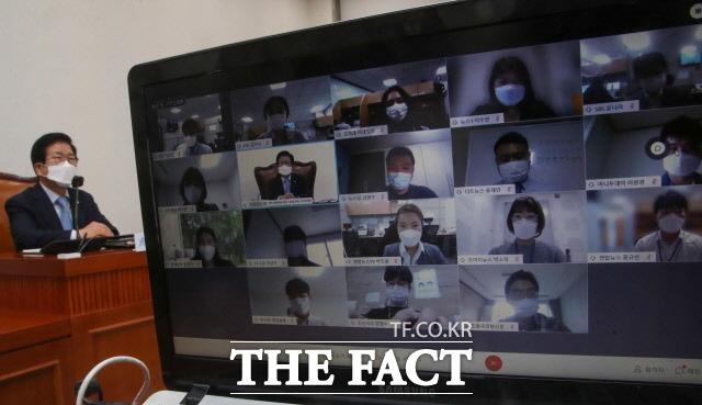박 의장은 화상 기자간담회에서 집권여당이 약속한 법사위 권한 조정도 속히 마무리해주시기 바란다. 실기하지 말자고 강조했다. /뉴시스