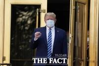 트럼프, 퇴원 이틀만에 집무실 복귀…'완치는 안 된 상태'