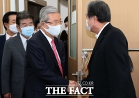 '김종인·김무성 회동'에 쏠린 눈…관계자·취재진 50여 명 북적